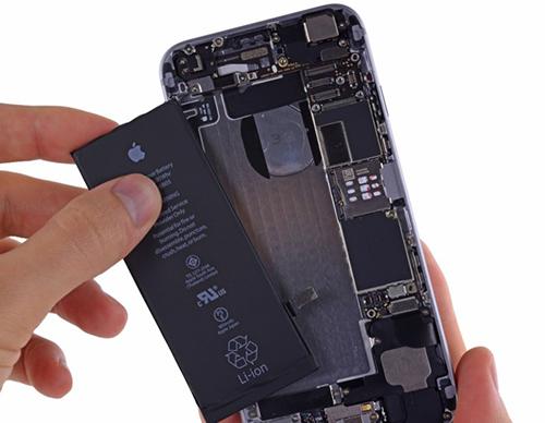 Apple thừa nhận đang bị chính phủ chất vấn về bê bối giảm hiệu năng iPhone.