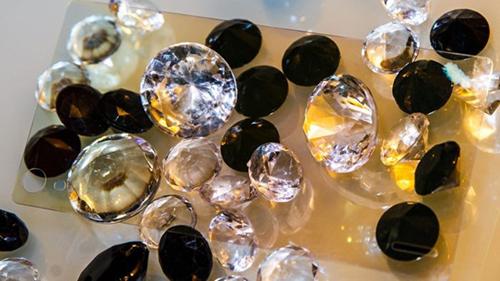 Kim cương là một trong những vật liệu sắp có mặt trên màn hình smartphone.