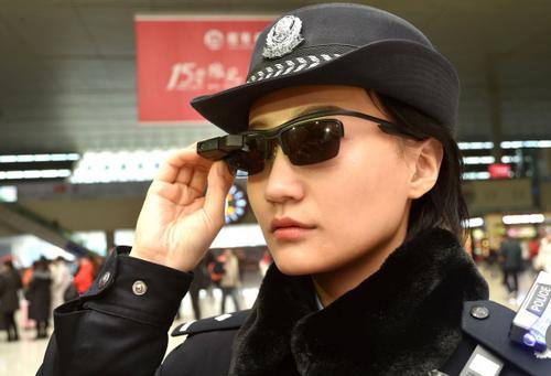 Kính thông minh hỗ trợ đắc lực cho cảnh sát.