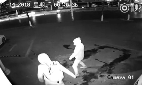 Video hai tên trộm ngốc nghếch ở Trung Quốc gây chú ý nhất tuần qua