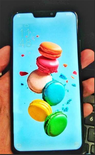 Mặt trước giống iPhone X của Zenfone 5.
