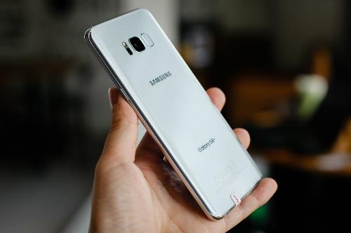 Mức niêm yết chính hãng của Galaxy S8 và S8+ đều giảm 2,5 triệu đồng.
