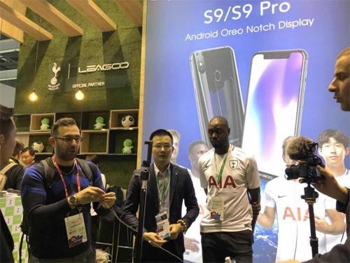 Từ khóa notch được nhắc đến trong ảnh quảng cáo cho S9 Pro.