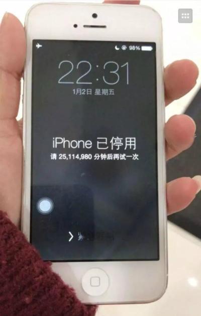 Chiếc iPhone chỉ có thể mở khóa sau 47 năm.