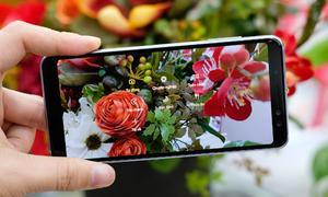 Những smartphone giá 'mềm' hợp với phái đẹp
