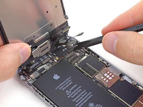 Apple không thích người dùng sửa iPhone bên ngoài.
