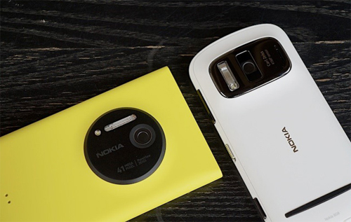 Nokia 808 PureView (2012) và Lumia 1020 (2013)Tại MWC 2012,Nokia hôm qua đã làm cả thế giới công nghệ phải trầm trồ khi trình làng mẫu di động Nokia 808 PureView với khả năng chụp ảnh từ cảm biến độ phân giải 41 Megapixel. Điều thú vị là trong hầu hết các chế độ chụp của máy đều sử dụng độ phân giải 3, 5 hoặc 8 Megapixel hơn là một hình ảnh độ phân giải đầy đủ 41 Megapixel, hứa hẹn chất lượng tốt hơn và một số tính năng thông minh khác.