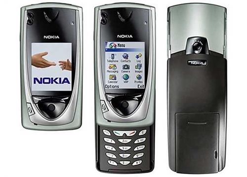 Nokia 7650 (2002)Mang theo một điện thoại để nghe gọi và một máy ảnh để chụp hình không phải lựa chọn tối ưu cho đa số người sử dụng. Do đó, việc tích hợpcamera vào điện thoại nhanh chóng là chiến lược của các nhà sản xuất. Nokia 7650 là một trong những điện thoạicamera đầu tiên thành công về mặt doanh số, một phần nhờ tiếng tăm của Nokia cũng như là thiết bị đầu tiên chạy Symbian.