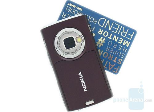 Nokia N95 (2007)Samsung là công ty đầu tiên cho ra đời điện thoại với camera 5 chấm nhưng thiết bị đình đám nhất và đưa camera 5 megapixel trở thành chuẩn mực cho điện thoại cao cấp vài năm sau đó lại là Nokia N95, ra đời tháng 3/2007. Tuy nhiên, giai đoạn này cũng bắt đầu đánh dấu sự đi xuống của tên tuổi đình đám nhất làng di động bởi chỉ vài tháng sau đó, Apple công bố iPhonecamera 2 megapixel, không có đèn flash cũng khả năng tự động lấy nét hay quay video