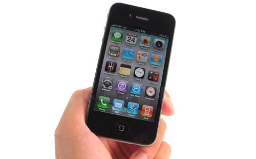 Apple iPhone 4 (2010)Chiếc iPhone đầu tiên là một trong những điện thoại đột phánhất lịch sử di động, nhưng không để lại dấu ấn nào về camera. Phải tới thế hệ iPhone 4 năm 2010, người dùng mới thấy Apple bắt đầu thực sự quan tâm tới chất lượng ảnh chụp bằng điện thoại. xu hướng chụp ảnh nghệ thuật bằng điện thoại (đã xuất hiện vài năm nhưng chưa trở thành trào lưu) chỉ thực sự bùng nổ từ năm 2009 nhờ vào hiện tượng iPhoneography