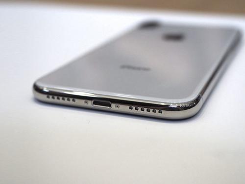 iPhone X sử dụng khung thép.