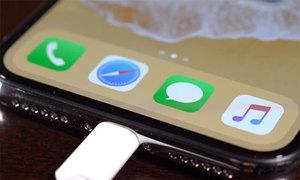 iPhone X sạc chậm hơn các smartphone hàng đầu