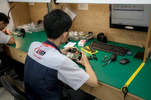 Đột nhập Trung tâm bảo hành triệu USD của Canon Việt Nam - 2
