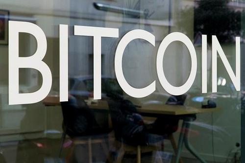 Dùng máy tính của cơ quan để đào Bitcoin