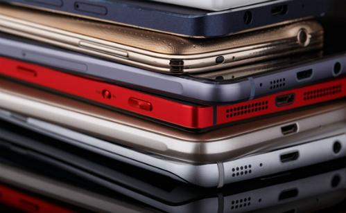 Smartphone mới liên tục xuất hiện ở Việt Nam nhưng ngày càng hiếm sản phẩm cao cấp.