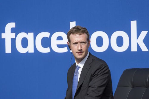 Facebook và Mark Zuckerberg đang vướng phải scandal dữ liệu lớn nhất của họ. Ảnh: Bloomberg