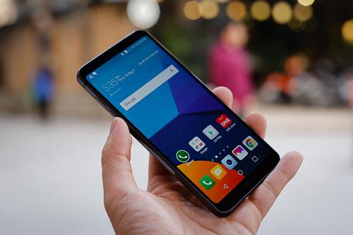 G6, mẫu smartphone chưa từng được giới thiệu ở Việt Nam, nhưng lại khá phổ biến trên thị trường xách tay với mức giá tầm trung, từ 6 đến 7 triệu đồng.