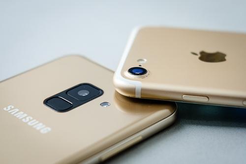Galaxy A8 đọ camera giấu mặt với iPhone 7