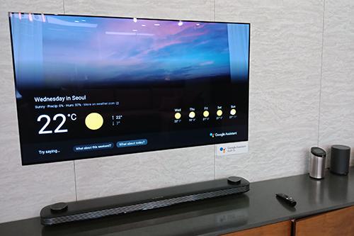 Ngoài công nghệ hình ảnh, thiết kế siêu mỏng tiếp tục là lợi thế của dòng TV OLED.