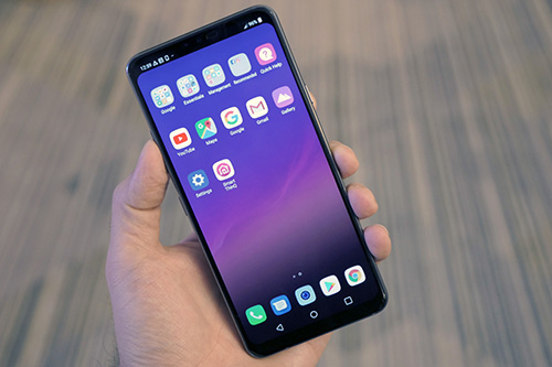 G7 ThinQ với màn hình tai thỏ.