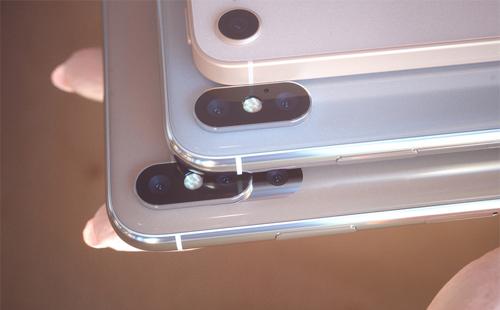 iPhone X Plus và iPhone X được trang bị camera kép trong khi iPhone SE 2 vẫn dùng ống kính đơn.