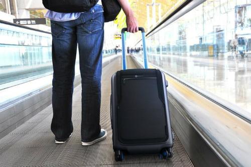 Các hãng hàng không yêu cầu vali thông minh phải tháo pin ra trước khi lên máy bay.
