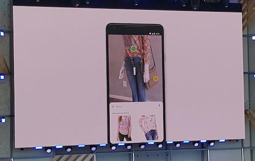 Google Lens hiển thịkết quả tìm kiếm về các mẫu áo tương tự áo ma-nơ-canh đang mặc.