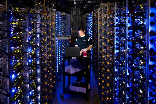 Google có những máy chủ rất lớn để lưu trữ dữ liệu người dùng.