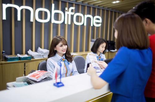 Khách hàng đăng ký tại cửa hàng MobiFone.