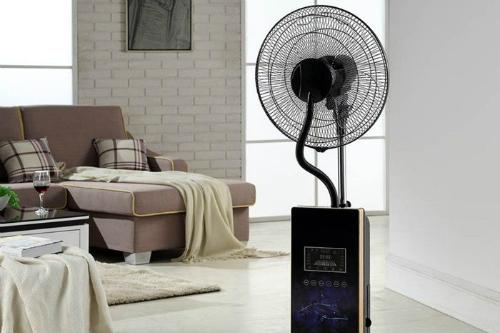 Người dùng nên cẩn trọng khi sử dụng cả quạt điều hòa lẫn quạt phun sương để bảo vệ sức khỏe bản thân và đồ nội thất trong gia đình.