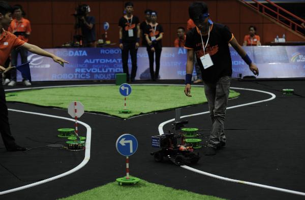 Đại học Công nghệ Hà Nội chiến thắng cuộc thi lập trình xe tự hành - ảnh 2