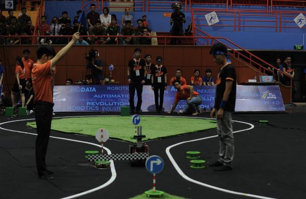 Đại học Công nghệ Hà Nội chiến thắng cuộc thi lập trình xe tự hành - ảnh 3