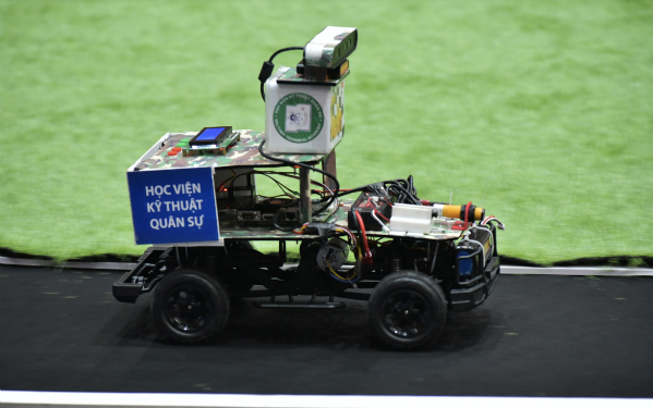 Đại học Công nghệ Hà Nội chiến thắng cuộc thi lập trình xe tự hành - ảnh 1