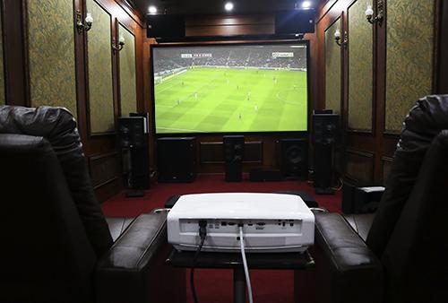 Máy chiếu 4K được nhiều người lựa chọn để chuẩn bị cho mùa World Cup.