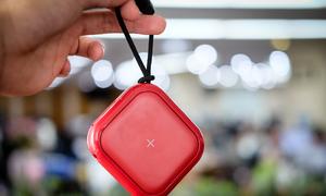 Pin sạc không dây 10.000 mAh nhỏ trong lòng bàn tay