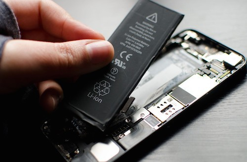 Apple sẽ hoàn tiền cho người thay pin iPhone giá cao