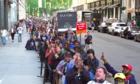 Dân Mỹ xếp hàng dài để chờ mua OnePlus 6 - 'sát thủ' của iPhone X