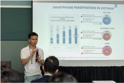Ông Đặng Việt Dũng, chia sẻtiềm năng trong ngành thanh toán di động trong nước cho các chuyên gia công nghệ người Việt tại Silicon Valle.