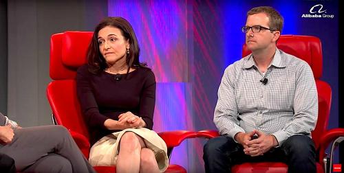 Sheryl Sandberg và giám đốc công nghệ Facebook, Mike Schroepfer.