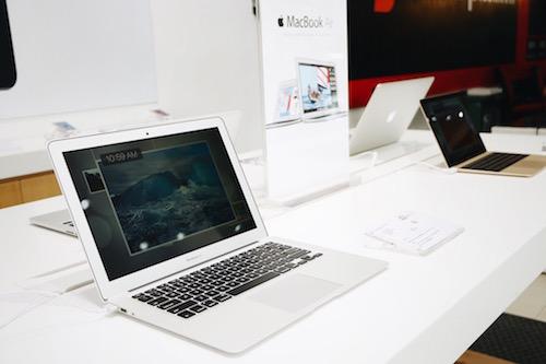 Chọn mua Macbook Air 13 inch tại FPT Shop trong tháng 6 được bảo hành chính hãng 3 năm hoặc giảm 4.000.000 đồng.