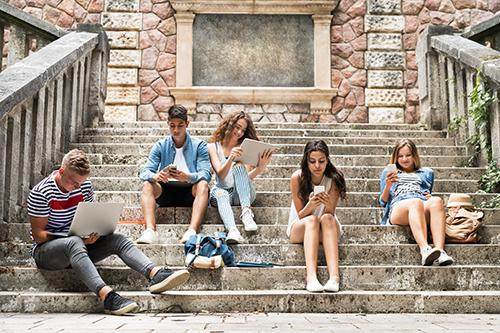 Giới trẻ Mỹ có xu hướng dùng nhiều hơn một mạng xã hội.