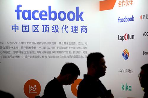 Logo Facebook tại một sự kiện được tổ chức tại Trung Quốc. Ảnh: NYT.