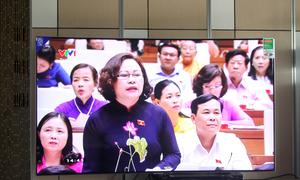 TV màn hình cong giá 90 triệu đồng