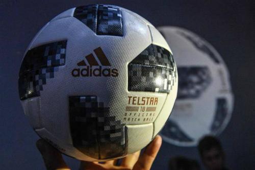 Telstar 18 được tạo thành từ 6 miếng da, ruột và lớp phủ bên ngoài đều được thiết kế đặc biệt.