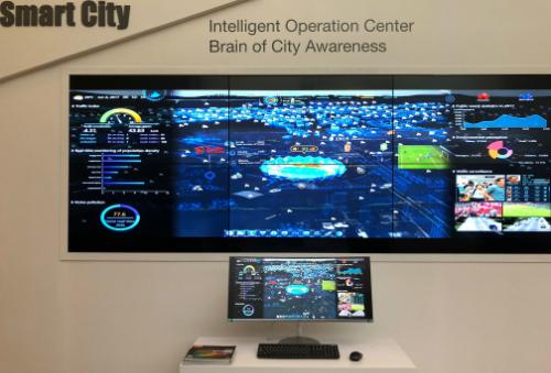 Trung tâm điều hành thông minh trong giải pháp Smart City của Huawei chỉ bao gồm màn hình và một máy tính cơ bản có kết nối mạng.