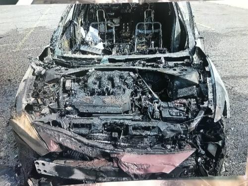 Phần còn lại của chiếc xe sau vụ cháy.
