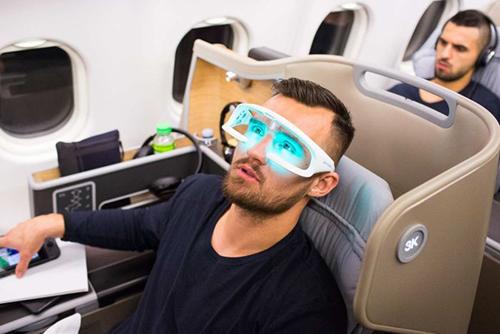 Cầu thủ Bailey Wright sử dụng kính Re-Timer.
