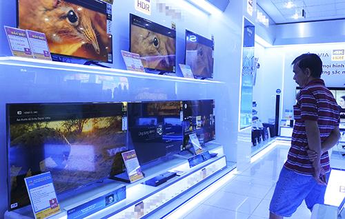 TV hàng trưng bày có giá tốt hơn hàng mới 100%.