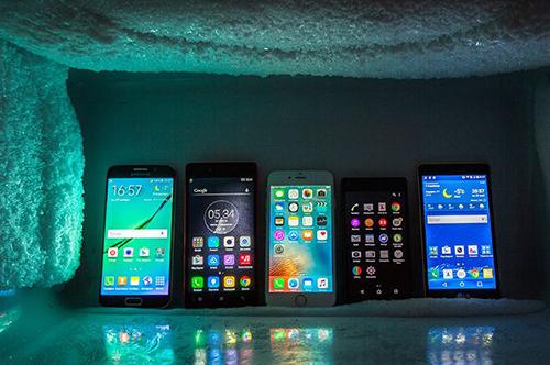 bao-ve-smartphone-the-nao-trong-thoi-tiet-hon-40-do-c