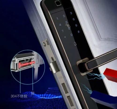 Hiện tượng đoản mạch từ bên trong có thể khiến cửa  thông minh khởi động lại và tự mở.